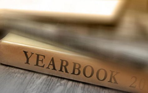 Seniors Enjoy Yearbooks, Giving High Marks