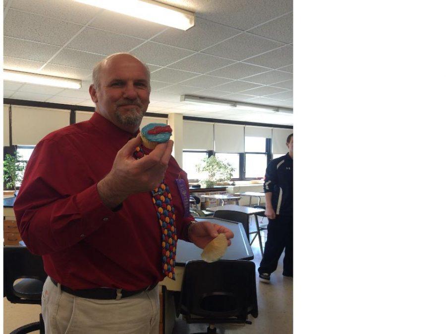 Mr.+Portuese+Enjoys+Cupcake
